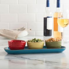 Serve your favourite snacks and dips on one convenient tray with our beautifully crafted Sevilla serving set. Includes 3 durable stoneware serving bowls that conveniently sit on a serving tray.