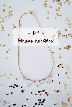 Hey friends, today an easy peasy necklace tutorial….I swear it will only takes 10 minutes to make. It's a nice last minute gift or you can just keep it for yourself. Necklace Tutorial, Diy Necklace, Handmade Jewelry, Diy Jewelry, Beaded Jewelry, Jewelry Making, Small Flags, Diy Home Accessories, Last Minute Gifts