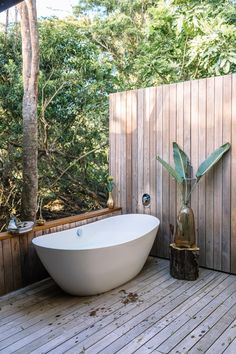 Why bathe with four walls when you can bathe with one? The out door bath tub at Makakatana Bay Lodge, South Africa.