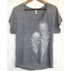 Uzuraorganic Organic Cotton Sustainable Peacock Feather Loose T-Shirt ($67) ❤ liked on Polyvore featuring tops, t-shirts, loose fitting t shirts, peacock top, organic cotton tops, loose tee and off white t shirt