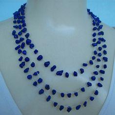Colar crochê feito com pedra natural azul cobalta e linha branca própria para bijuterias. R$18,00