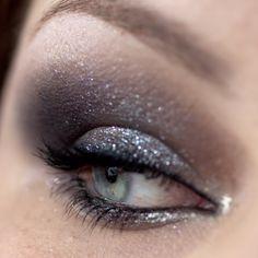 Makeup with MAC 'Dark Dare' Extra Dimension Eyeshadow & CHANEL 'Mirifique' Illusion d'Ombre http://www.magi-mania.de/super-schimmernde-smokey-eyes-mit-chanel-und-mac/
