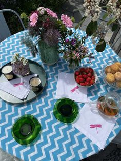 How to style the perfect summer tea party to enjoy with family & friends by interior stylist Maxine Brady Interior Design Advice, Interior Stylist, Turmeric Vitamins, Ahmad Tea, Outdoor Garden Rooms, Perfect Cup Of Tea, Best Tea, Love Home, Small Gardens