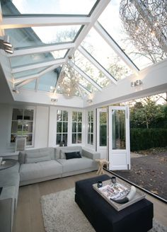 If this room were mine, it would look amazing. That window ceiling.♡