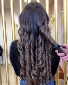 hairstyles curls & hairstyles curls + hairstyles curls formal + hairstyles curls half up half down + hairstyles curls medium + hairstyles curls long + hairstyles curls braids + hairstyles curls videos + hairstyles curls prom Hair Curling Techniques, Hair Curling Tips, Curl Hair With Straightener, Hair Curling Tutorial, Curling Iron Curls, Hairdo For Long Hair, Curly Hair Tips, Easy Hairstyles For Long Hair, Curled Hairstyles