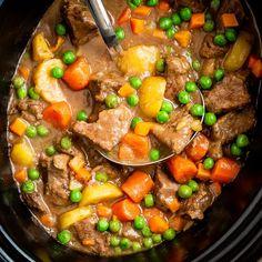 Beef Stew Crockpot Recipe – Love From The Oven Rindfleischeintopf Crockpot Rezept – Liebe aus dem Ofen Crockpot Dessert Recipes, Healthy Crockpot Recipes, Cooker Recipes, Beef Recipes, Crockpot Meals, Recipies, Vegan Recipes, Dinner Recipes, Oven Beef Stew