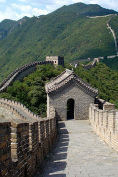 this is where i want to visit...WALL OF CHINA