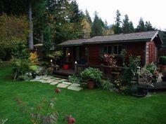 Liz's garden in Washington--Click through to read more about this garden!