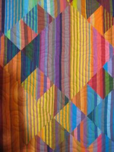 close up, Haze Kilim quilt by Lori Allison. Kaffe Fassett pattern //what a cool idea--the stripes blend into each other. Time to collect more Kaffe stripes! Plaid Quilt, Striped Quilt, Striped Fabrics, Quilting Projects, Quilting Designs, Quilt Modernen, String Quilts, Contemporary Quilts, Patch Quilt
