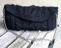 Knitted evening bag with chain.