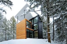 """Modern house in the woods for Polish Sculptor Jacek Jarnuszkiewicz Architects:YH2 Location:Bolton-Est, Québec, Canada Year: 2016 Area: 1.700 ft²/ 158 m² Photo courtesy:Francis Pelletier, Jacek Jarnuszkiewicz, YH2 Description: """"The house of sculptor Jarnuszkiewicz is a collaborative work between client, sculptor Jacek Jarnuszkiewicz and architects Marie-Claude Hamelin and Loukas Yiacouvakis. The project was conceived following the …"""