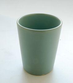 tazza azzurra senza manico. diametro cm.8. h.cm.11.