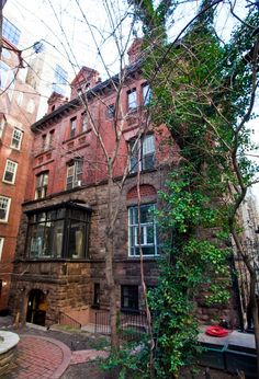 14 W. 68th St., near Central Park and part of the Upper West Side/Central Park West Historic District, viewed from the gated backyard. (Amal Chen/The Epoch Times)