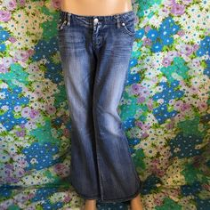 Rock & Republic SPONARD Women's Boot Cut Jeans Excellent condition Rock & Republic SPONARD women's boot cut jeans. Size 28 waist 16' rise 7 1/2 inseam 31' give me your best price offer plus additional 15% in your 2 or more bundles Rock & Republic Jeans Boot Cut