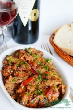Tocana de caprioara Romanian Food, Kung Pao Chicken, Chicken Wings, Bacon, Food And Drink, Meat, Ethnic Recipes, Soups, Soup