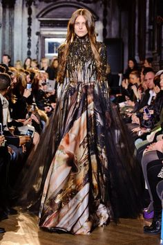 See the best runway looks from Fall 2013 London Fashion Week. Style Couture, Couture Fashion, Runway Fashion, Fashion Beauty, Fashion Looks, London Fashion Weeks, Party Fashion, Fashion Show, Fashion Design