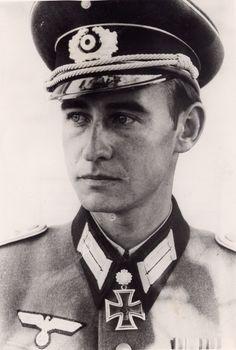 Lt. Werner Ziegler. Fhr. 2./I.R. 186. RK. 31.12.1941. EL. (121) 6.9.1942. S. (102) 23.10.1944.