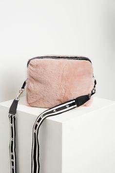 Elegant, Michael Kors Jet Set, Bags, Fashion, Fashion Styles, Classy, Handbags, Moda, Fashion Illustrations