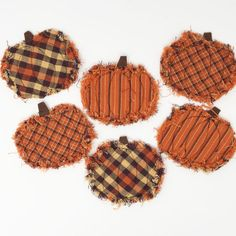 Assorted fall color homespun fabric scraps or fat quarters thin (low loft) quilt batting scraps brown felt scraps - Fall Rugs - Ideas of Fall Rugs Fall Sewing Projects, Sewing Crafts, Sewing Tips, Fabric Coasters, Fall Quilts, Novelty Fabric, Autumn Crafts, Holiday Crafts, Fabric Pumpkins