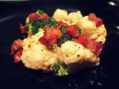 CAVOLFIORE E BROCCOLO ALL'ACCIUGA Stufi di mangiare questi ortaggi, sempre, nei soliti modi?! Io si! Proprio per questo ho deciso di rivisitare la ricetta del cavolfiore alle acciughe, dando colore e sapore a due ortaggi tipicamente autunnali. Ecco, dunque, la ricetta del mio cavolfiore e broccolo all'acciuga. http://blog.giallozafferano.it/cookingtime/cavolfiore-e-broccolo-allacciuga/