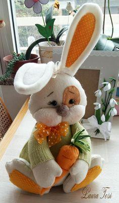 Tenero coniglietto by Laura Tosi www.facebook.com/fattoconamorelaura #cucitocreativo #cucitoamano #feltro #handmade #coniglietto #sweet #pasqua #lovehandmade #springs #rabbit #easter #creativemamy