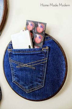 Home Made Modern: Denim Pocket Organizers (Trend Alert) Diy Gifts To Sell, Crafts To Make And Sell, Fun Crafts For Kids, Kid Crafts, Jean Crafts, Denim Crafts, Trending Crafts, Selling Handmade Items, Denim Ideas