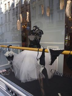 I don't quite get the connection with lingerie and ballerina's - do you? But it an attention getting window display