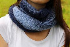Nákrčník je háčkovaný z modré, velmi hřejivé, melírované příze s froté efektem Crochet, Fashion, Moda, Fashion Styles, Ganchillo, Crocheting, Fashion Illustrations, Knits, Chrochet