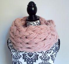 Sciarpa infinity arm knitting - col. rosa di Armonieinlilla su Etsy