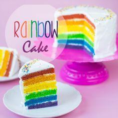 Dieser Regenbogen-Kuchen zaubert einfach ein Lächeln auf meine Lippen :)! Ich wollte schon lange mal einen backen, und da mir vor einiger Zeit schon Leserin Julesauf meinen ausführlichen Artikel z...