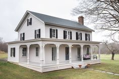 'Making Family Memories, Living in Lockdown' - The New York Times Old Country Houses, Old Farm Houses, Country Farmhouse Exterior, Barn House Plans, Building A New Home, Cabin Homes, Dream Decor, Abandoned Houses, Future House