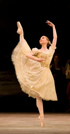 Birmingham Royal Ballet - Coppélia: Eilsha Willis as Swanilda; photo: Bill Cooper