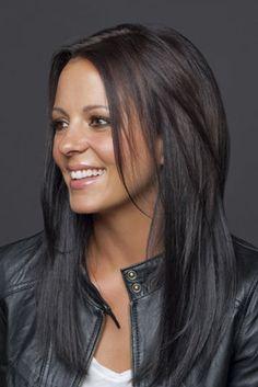 Sara Evans hair...love the cut & color :)