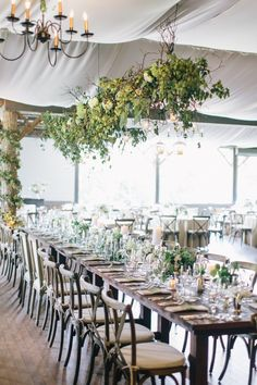 Fresh garden party with draping greenery light fixture and matching tablescape at The Eseeola Lodge in North Carolina. Dream turned reality by Florist- Sara York Grimshaw Design, Photographer- Corbin Gurkin and Planner- WED Charleston. White Wedding Decorations, Wedding Table Centerpieces, Reception Decorations, Flower Decorations, Wedding Receptions, Cat Wedding, Dream Wedding, Wedding Stuff, Bush Wedding
