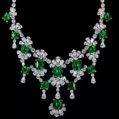 David Morris Old-Mine Natural Colombian Emerald & Diamond Necklace. Total Emerald Weight 83.90ct; Total Diamond Weight 86,60ct. #JewelGasm #jewelleryaddict #sparkaliciousfabulosity #jewelleryporn #wantneeddesirecovet #emeraldtastic #mrsortonsinstaglam