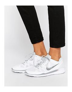 € 122,99  ASOS      BELLEEEE  Nike - Free 5.0 TR Fit - Scarpe da ginnastica bianche e argento   Nike+White+&+Silver+Free+5.0+TR+Fit+Trainers