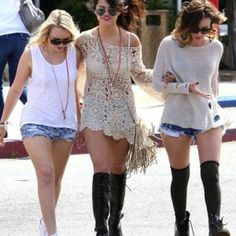 Selena Gomez Summer Outfits Going to Beach