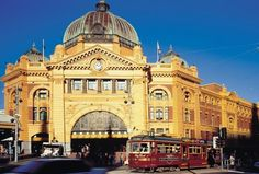 Flinders St Station - 7 Places That You Cannot Miss in Melbourne, Australia Melbourne To Adelaide, Places In Melbourne, Melbourne Victoria, Melbourne Australia, Australia Travel, Sydney, Australia Places To Visit, Royal Brunei Airlines, Melbourne Attractions