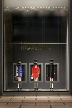 "Moschino special window display at La Rinascente - Milan, Piazza Duomo - Theme: ""Quick Change"""