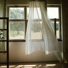 晴れた日にはぜひ、家じゅうの窓を開けて、新鮮な空気と入れ替えましょう。 キラキラの朝日を浴びながら深呼吸して、澄みきった朝の空気を思いっきり吸い込んでみましょう。 それだけで素敵な一日がおくれること間違いなしですよ!