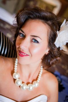 Wedding Make up Wedding Make Up, Wedding Ideas, Wedding Hairstyles, Pearl Necklace, Pearls, How To Make, Jewelry, Fashion, String Of Pearls