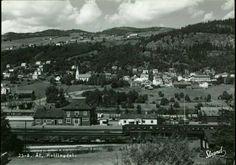 Buskerud fylke Ål kommune  ÅL Stasjon. Oversikt A6 mot stasjonsområdet og del av to togsett Utg Strand 1950-tallet