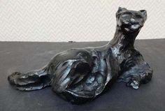 Aux enchères à l'étude Pousse-Cornet à Orléans le 13 septembre 2014 Henri Alby (1929-2002) Epreuve en bronze à patine noire représentant un chat à la toilette L. : 26 cm Estimé 80 - 120 euros