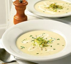 Of the winter soups, leek and potato is one of the most comforting and familiar - and Darina Allen's makes the most of seasonal, local veg soup soup soup healthy recipes froide legumes minceur potimarron Bbc Good Food Recipes, Soup Recipes, Cooking Recipes, Healthy Recipes, Recipes Dinner, Kitchen Recipes, Cream Of Potato Soup, Potato Leek Soup, Cream Soup