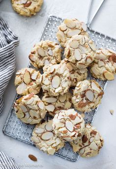 Greek Almond Cookies (Amygdalota) are crunchy chewy classic Greek cookies made with only 5 ingredients and they're naturally gluten-free! Gluten Free Almond Cookies, Italian Almond Cookies, Almond Meal Cookies, Italian Cookie Recipes, Best Cookie Recipes, Gluten Free Desserts, Just Desserts, Italian Almond Biscuits, Cake Recipes