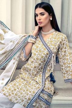 Gul Ahmed Summer Essential C ollection 2019 Pakistani Fashion Casual, Pakistani Dresses Casual, Pakistani Dress Design, Casual Dresses, Pakistani Clothing, Shadi Dresses, Sleeves Designs For Dresses, Dress Neck Designs, Stylish Dress Designs