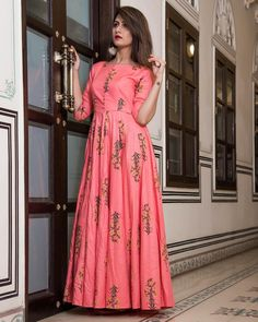 Be the dazzling diva clad in this pink muslin party wear kurti with exquisite designs and patterns. The digital print work on the attire adds a sign of beauty statement to your look. Salwar Designs, Kurta Designs Women, Kurti Designs Party Wear, Blouse Designs, Indian Gowns Dresses, Maxi Gowns, Party Wear Maxi Dresses, Maxi Outfits, Dress Party