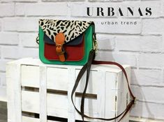 "NECESITABAS ""EL BOLSO"" PARA TUS MODELAZOS DE PRIMAVERA⁉️ AQUÍ ESTA🆒  💼👜🐅BOLSO ANIMAL PRINT 🐅👜💼  LO QUIERES⁉️ TE ENCANTA 💕 COMENTA 😇 COMPARTE 🤝  #urbanas #mequedoloka #moda #Ella #tienda #newcollection #outfit #primaveralasangrealtera #look #nosinbolso #complementos  #outfitstyle #styleday #stylegram #love, #instagood, #photooftheday, #beautiful, #fashion, #happy, #tbt,, #like4like, #followme, #follow, #picoftheday, #me, #selfie, #summer, #instadaily, #mujeresimparables"