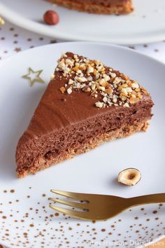 Chocolate hazelnut cake {Christmas} Source by graphilicious Beaux Desserts, No Cook Desserts, Sweet Desserts, No Cook Meals, Sweet Recipes, Snack Recipes, Dessert Recipes, Cooking Recipes, Dessert Thermomix