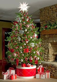 Natural Christmas Tree Decoration Ideas 2014 & 25 Traditional Red And Green Christmas Decor Ideas | Green christmas ...